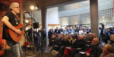 Jan Veldman opende vorig jaar de Dag van de Grunneger toal. Foto: Pjotr Wiese