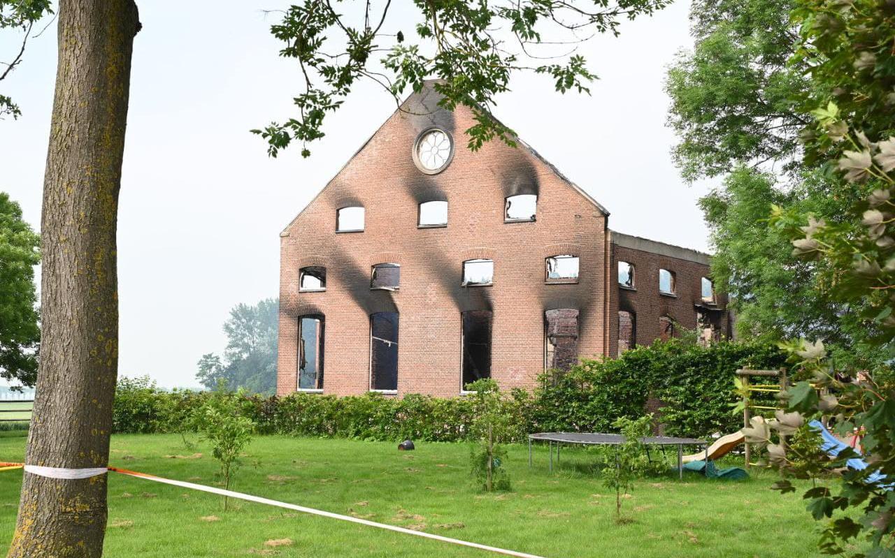 De voorgevel van de woonboerderij in Nieuwolda. Die staat er nog