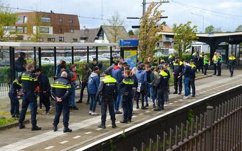 NS opent speciaal 06-nummer voor overlast in de trein: 'Zo zorgen we samen voor een prettige en veilige reis'