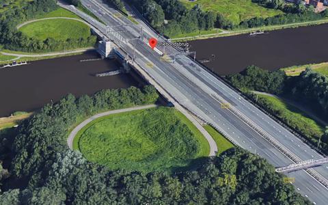 Groningen zit met twee kapotte bruggen; zandzakken houden ze op hun plek