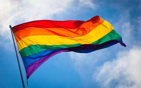 Het is de internationale dag tegen homofobie en transfobie. 'Discriminatie, haat en geweld komt voor, we weten niet precies hoe vaak. Maar iedere keer is één keer te veel'