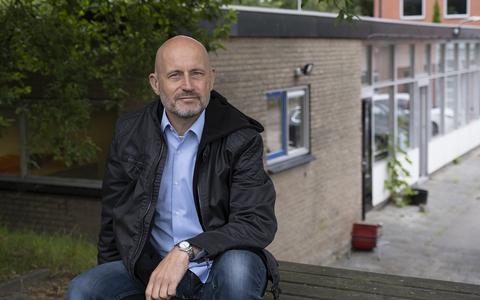 Dit is de man die vluchtelingen in Ter Apel helpt die weer naar hun land van herkomst moeten: 'Op terugkeer rust een taboe'