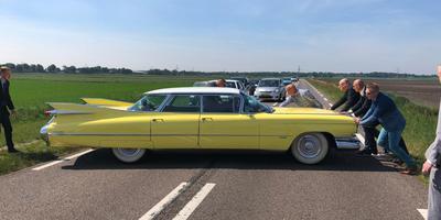 De knalgele Cadillac heeft het begeven. Foto: Van Oost Media