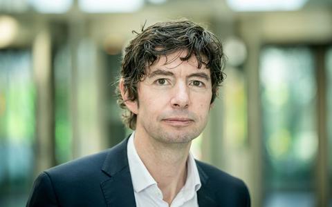 Duitse topviroloog Christian Drosten: 'Luchten van ruimtes is belangrijker dan handen wassen'
