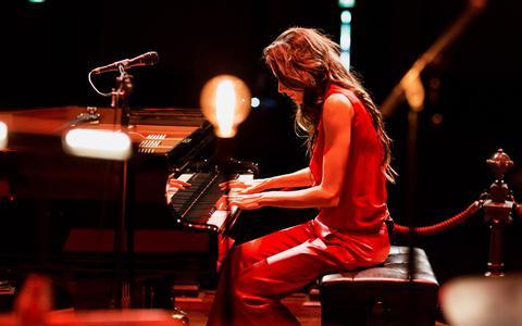 Iris Hond speelde met Kamerata Zuid muziek van Ludovico Einaudi.