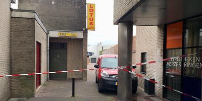 De afhaalingang van restaurant Lotus is vrijdagochtend nog afgezet. FOTO HARALD BUIT