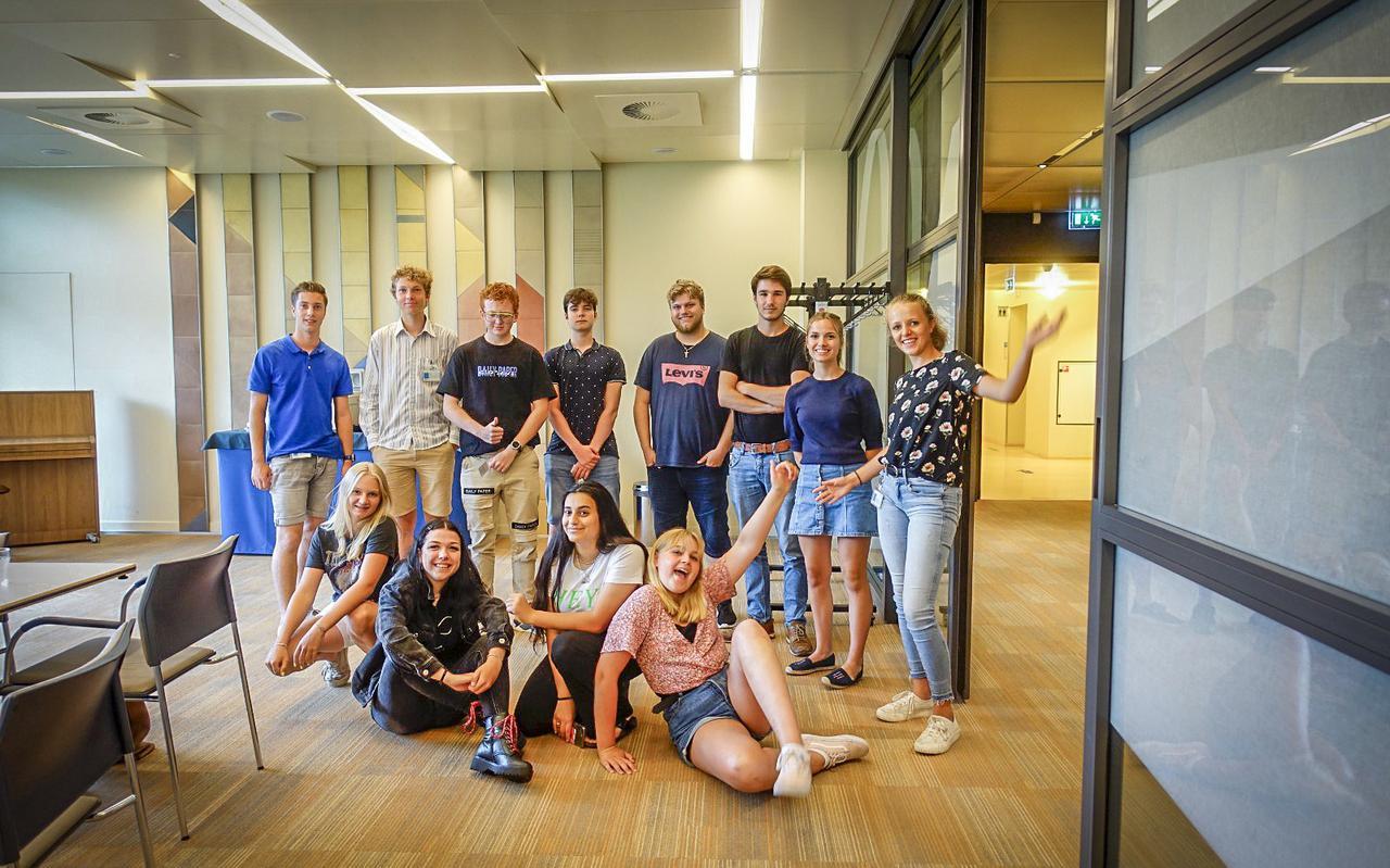 Toen de Jongeren Adviesraad nog fysiek bij elkaar mocht komen, lieten de leden deze groepsfoto maken.