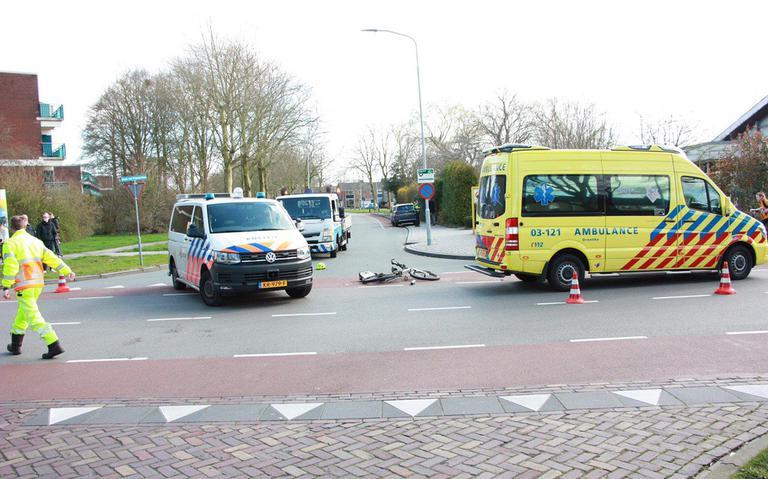 Fietser op e-bike gewond bij aanrijding met auto in Assen.