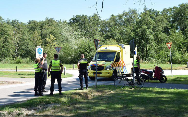 Botsing tussen wielrenner en scooterrijder bij Paterswolde.