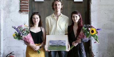 Prijswinnaars Academie Minerva Prijzen en het Reisma van den Burg Stipendium vlnr. Vassilena Petrova, Jip de Beer en Antonia Oana