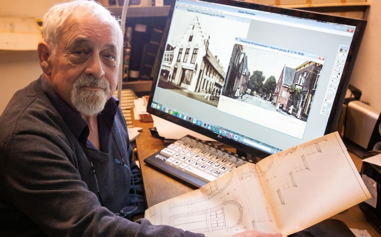 Ger Kleis bestudeert de tekeningen en de foto's van het historische pand in Coevorden.