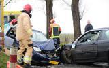 Botsing tussen twee auto's bij Uithuizermeeden: traumahelikopter ter plaatse