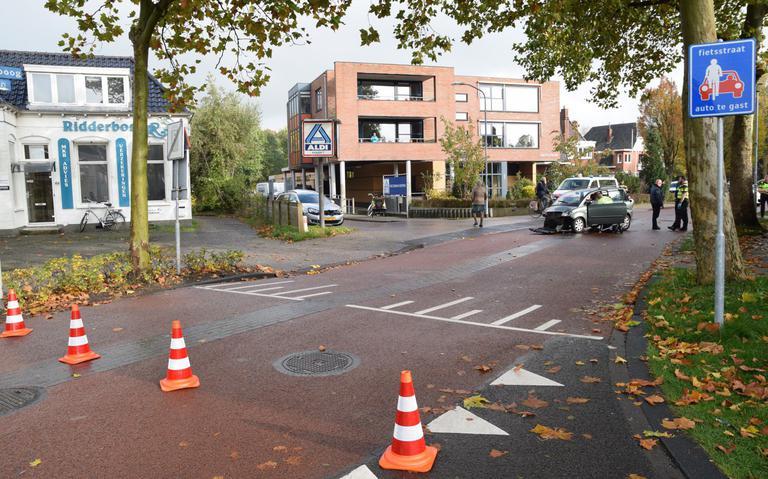 Bestuurder brommobiel gewond na botsing met scooter in Haren.