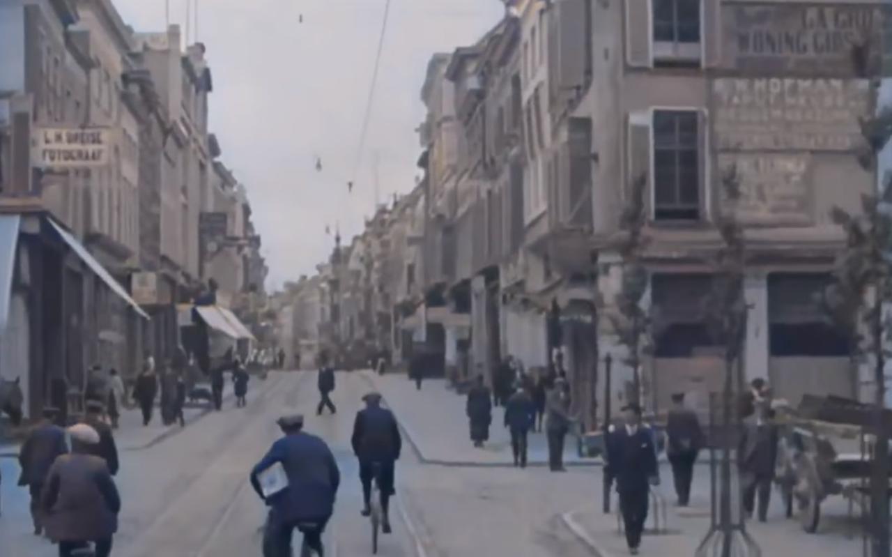 Drukte in de Herestraat in Groningen in 1919 van Emiel Verwijst.