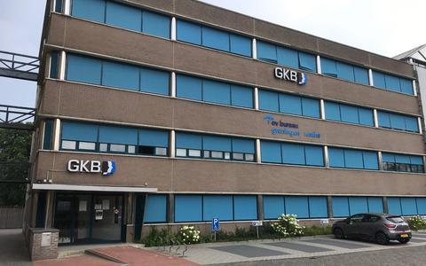 Het pand van de Gemeenschappelijke Kredietbank aan de Overcingellaan in Assen.
