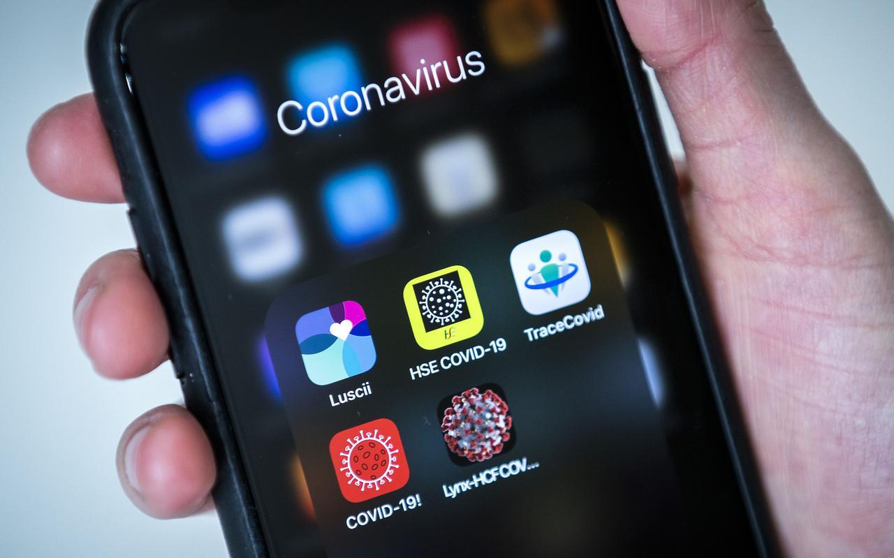 Een aantal corona-apps op een telefoon.