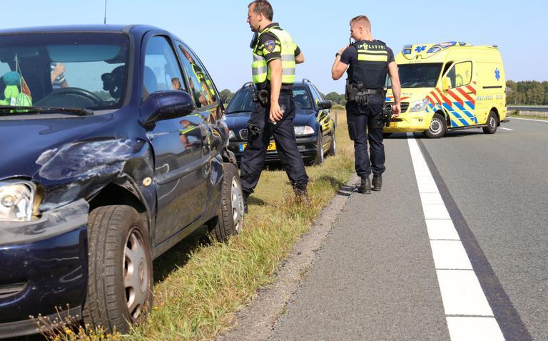 Automobilist schrikt van inhaalactie en krijgt ongeluk.