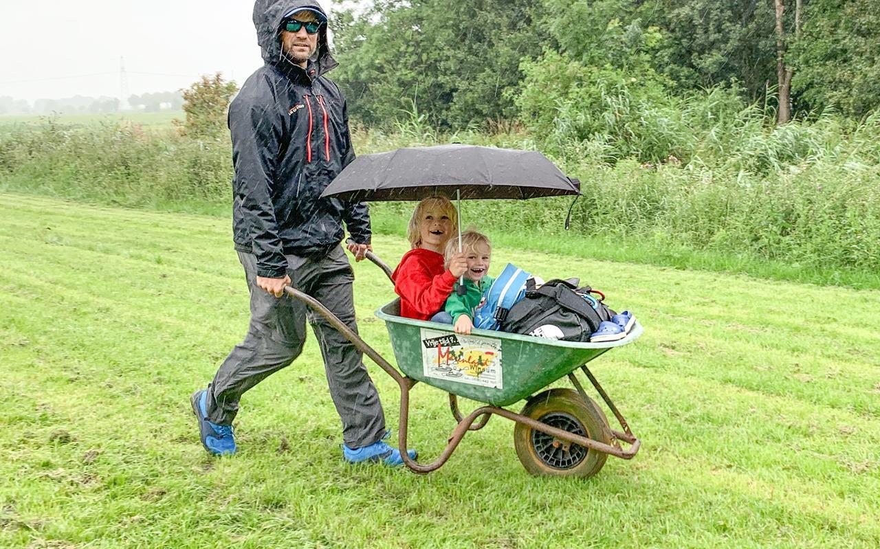Gijs Hardeman met kinderen.