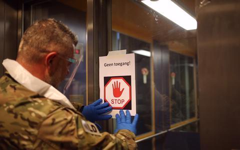 Het leger helpt in coronacrisis. 'Militairen brengen structuur, het is hier nu tjak, tjak, tjak'