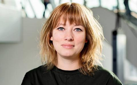 Marlene Bakker verrast met single Nijjoar: 'Warm en liefdevol.' Bekijk en beluister hier de videoclip