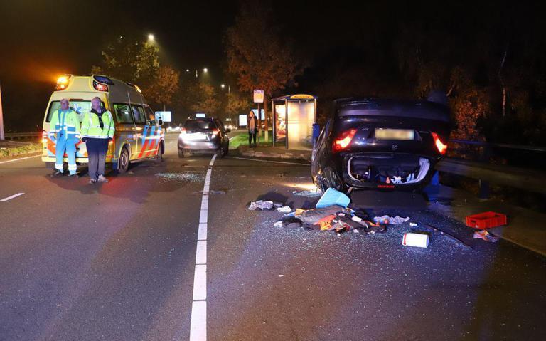 Automobilist slaat over de kop in Hoogeveen
