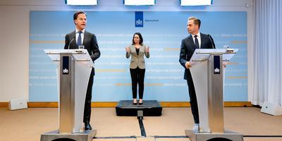 Premier Rutte en minister De Jonge in de persconferentie van dinsdag.
