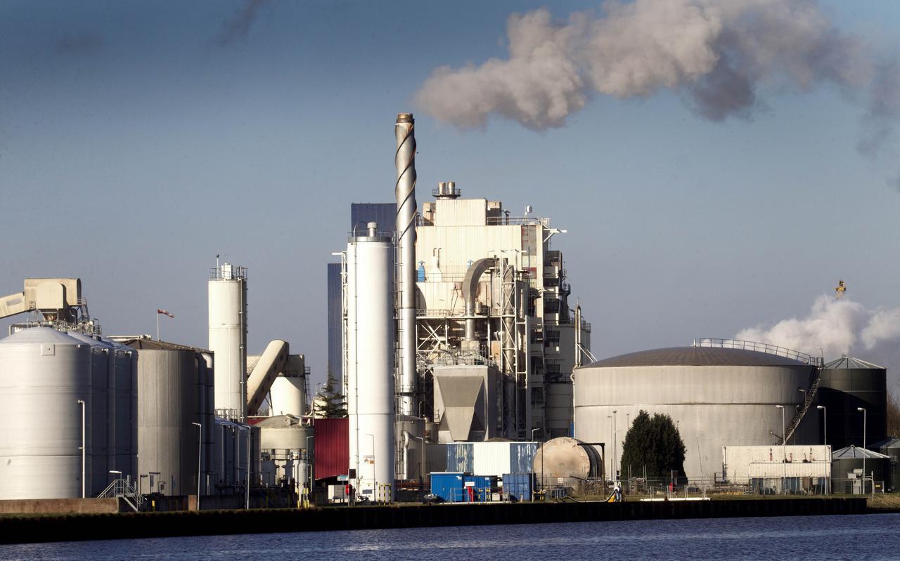 De fabriek bij Veendam waar Nedmag nog tot het jaar 2045 zout uit de diepe Oost-Groninger bodem mag verwerken, als het aan Den Haag ligt.