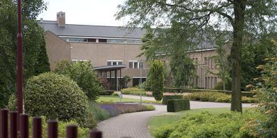In het hoofdkantoor van Jehovah's Getuigen in Emmen werd een inval gedaan in verband met onderzoeken naar seksueel misbruik.