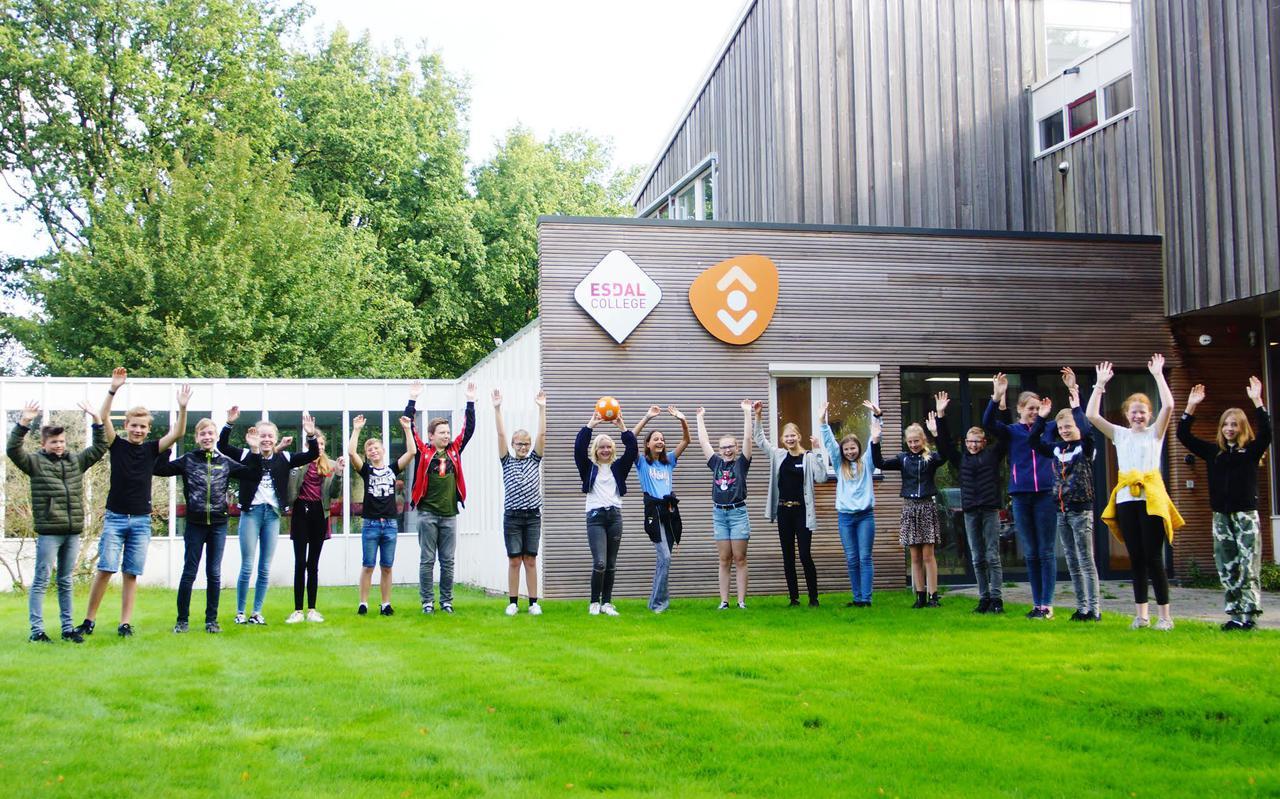 Op de eerste schooldag was er een warm welkom voor de brugklassers van het Esdal College in Oosterhesselen.