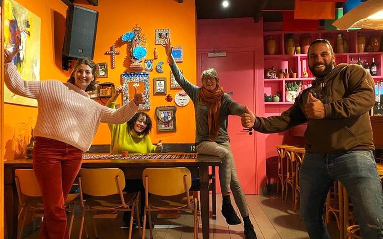 Jolanda Hogenkamp, Natasja Nahar, chefkok Joyce Roos en kroegbaas Marcel Haveman.
