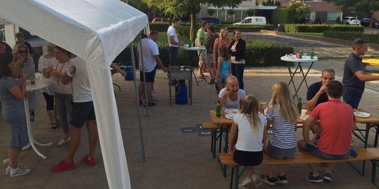 De buurtbarbecue, een van de evenementen waardoor Jan Hummel de Gouden Buur Award heeft gewonnen.