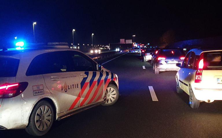 A7 bij Zuidbroek volledig afgesloten na ongeval.