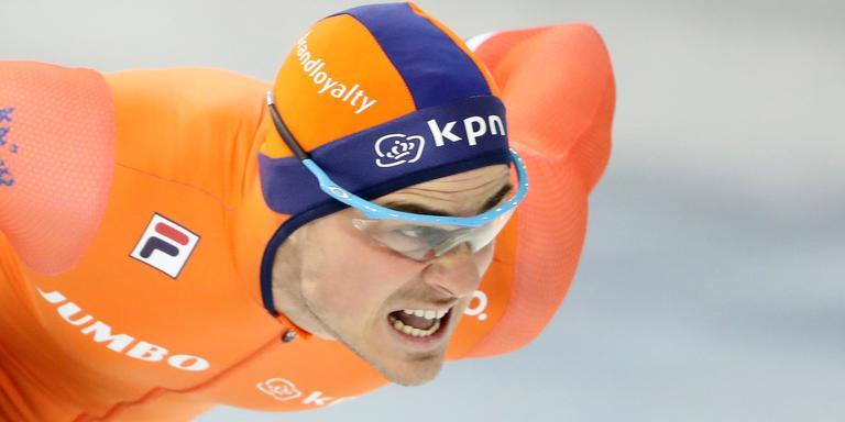 Jan Smeekens op weg naar de overwinning op de 500 meter in Minsk. Foto: EPA
