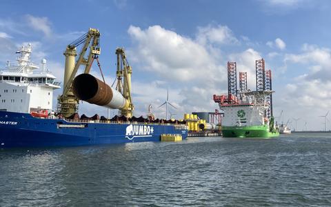 Vanuit de Eemshaven ging de aanleg van windpark Hornsea Two van start.