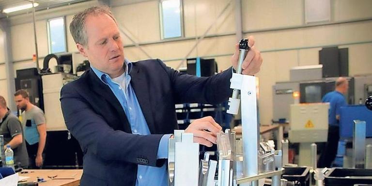 Jan Geerts: ,,Duitse autofabrikanten zeggen tegen hun leveranciers: ga maar naar die Hollander.'' FOTO JEAN-PAUL TAFFIJN
