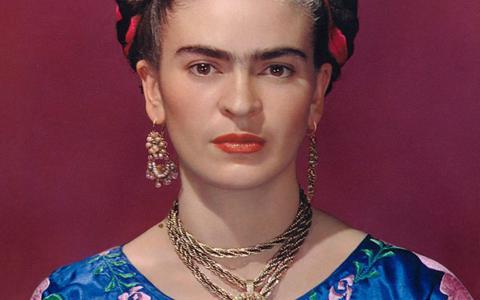 Het Drents Museum gebruikt voor de tentoonstelling Viva la Frida een foto van Nickolas Muray als beeldmerk