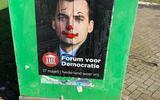 Wildplakkers over de schreef met Forum-affiches; gemeenten niet blij met posters op glasbakken en elektriciteitshuisjes