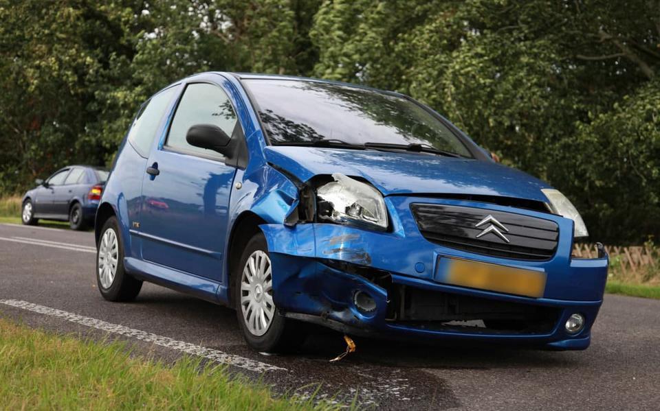 Postbezorger raakt gewond bij aanrijding op Noordenveldweg bij Donderen.