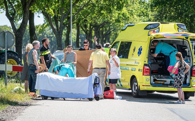 Fietser zwaargewond na aanrijding op Vinkegavaartweg bij De Hoeve.