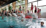 Het zwembad in Vlagtwedde wordt ook door kinderen en volwassenen uit de regio gebruikt