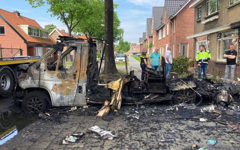 Vlak voor de vakantie een verwoestende vlammenzee. Jan Snippe uit Hoogeveen zag zijn nieuwe camper voor zijn ogen afbranden. 'Alles zat erop en eraan'