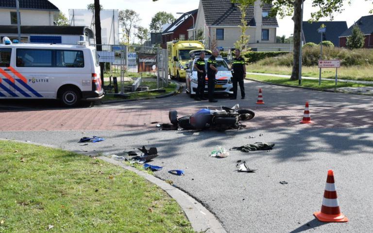 Scooterrijder gewond na botsing met auto in Zuidhorn.