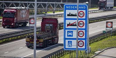 De Duitse regering wil het grensverkeer zoveel mogelijk aan banden leggen.