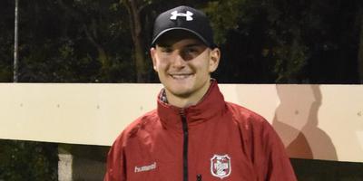 Door een kruisbandblessure staat Nordin Hoving (23) bij vv Sleen niet onder de lat, maar zit als teamleider op de bank.