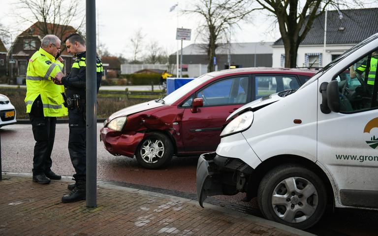 Automobiliste gewond bij botsing op T-splitsing in Zuidbroek.