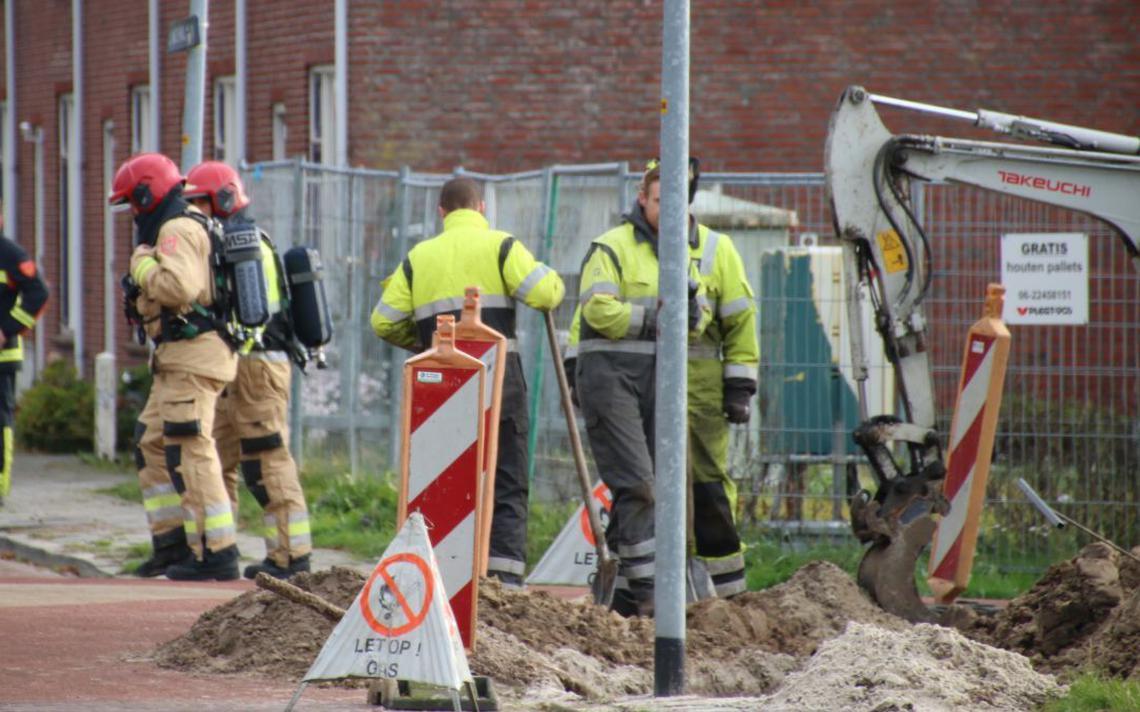 Gasleiding geraakt bij werkzaamheden aan Lindenlaan in Nieuwe Pekela - Dagblad van het Noorden