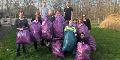 Groep 8 van de Prof. W.J. Bladergroenschool in Appingedam zamelde 924 statiegeldflessen in. Foto: Eigen foto