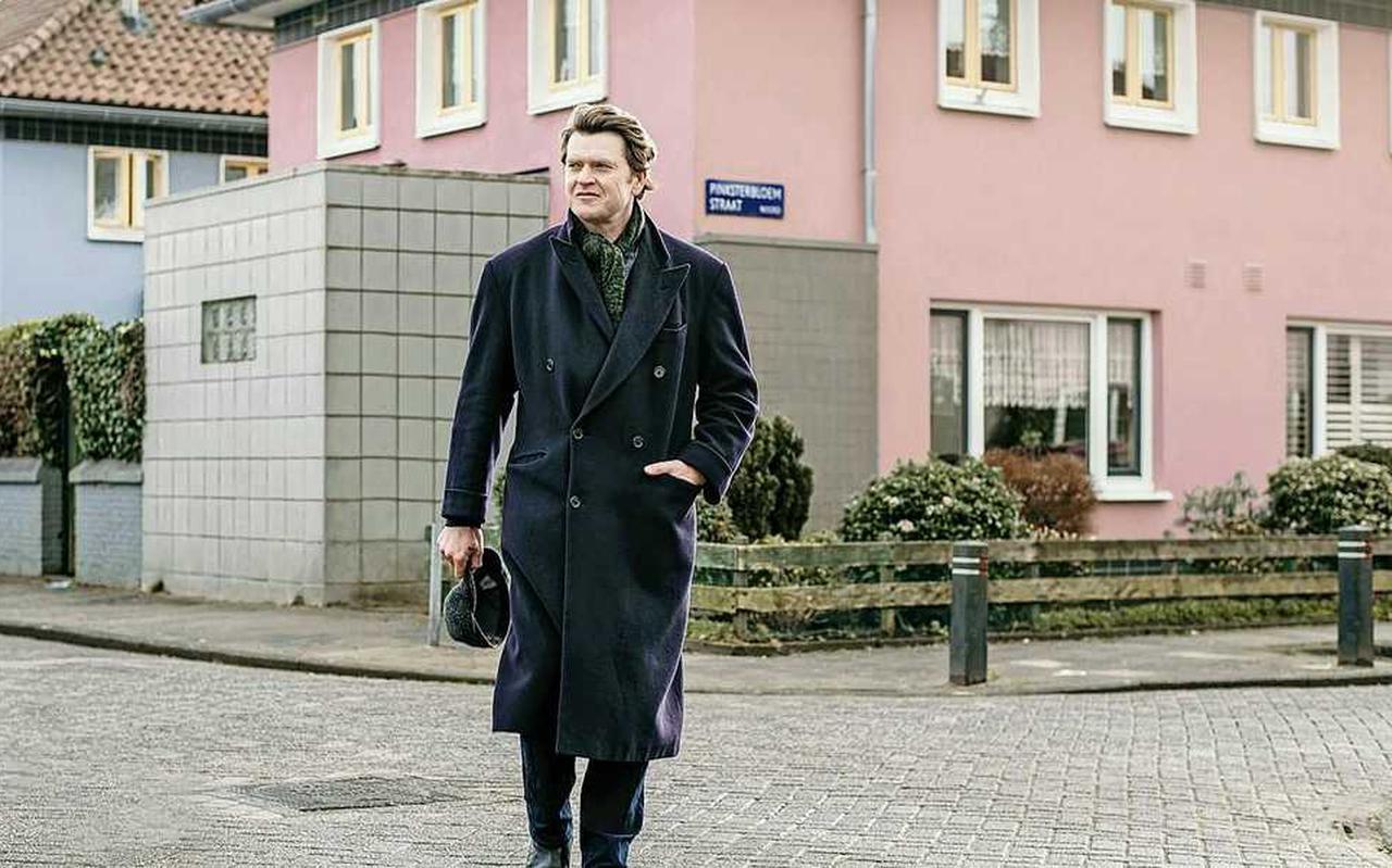 """Beau van Erven Dorens in 'Dick Maas-wijk' Floradorp: """"Met roze en blauwe huisjes, allemaal bij elkaar achter een echte dorpspoort."""""""