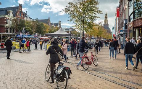 Minder winkelend publiek in Groningen nu horeca dicht is. 'Ik probeer wat blijdschap te verspreiden'