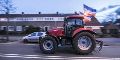 Tractors op weg terug van de demonstratie in Den Haag.